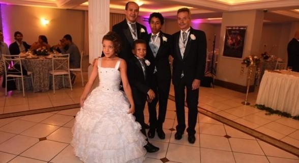 Toni vive maritalmente com David Harrad desde 1990. O casal adotou dois filhos e uma filha, atualmente com 16, 11 e 14 anos, respectivamente
