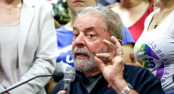 Réu na Lava Jato, o ex-presidente é o favorito nas intenções de voto