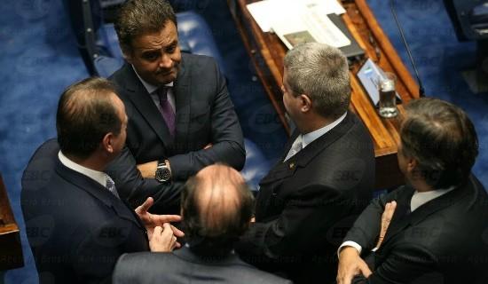 Mesmo afastado e na mira do STF, senador mantém rendimentos mensais como parlamentar