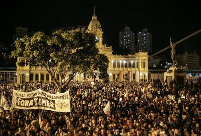 Manifestantes tomaram a Praça da Estação, região central de Belo Horizonte