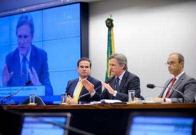 Presidente da CMO, Dário Berger conduz reunião do colegiado