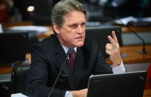 """Senador promete tolerância zero com lobistas """"não republicanos"""""""