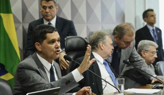 Um dos relatores da reforma trabalhista, Ferraço (à esq.) é fiador da política de Temer no Congresso