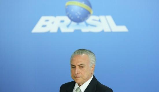 O PSDB deve decidir nesta segunda-feira se desembarca da base governista ou permanece com apoio a Temer