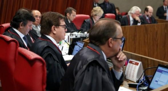 Os ministros rejeitaram quatro pedidos das defesas de Temer e Dilma