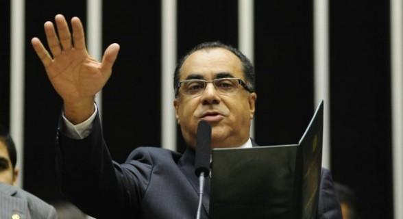 Celso Jacob fez juramento de defender e cumprir a Constituição ao tomar posse na Câmara