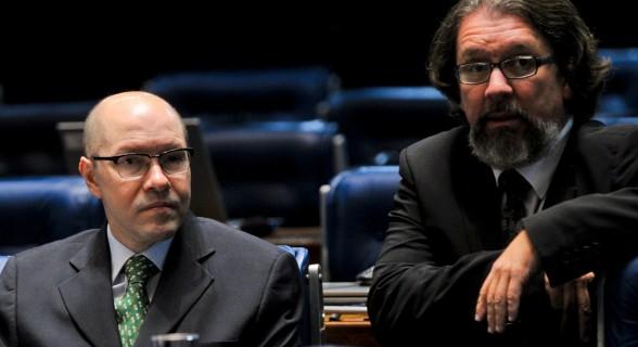 Acusado de atuar como lobista de Carlinhos Cachoeira e inelegível até 2027, ex-senador volta a fazer política em Goiás e negocia filiação partidária