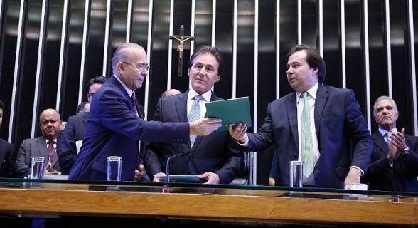 O ministro da Casa Civil, Eliseu Padilha, e os presidentes do Senado e da Câmara, Eunício Oliveira e Rodrigo Maia