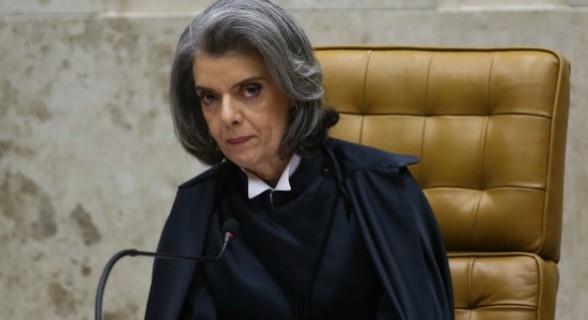 Ministra negou pedido da oposição para suspender trocas realizadas na CCJ