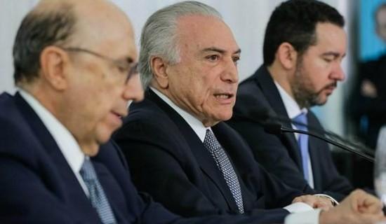 Com Meirelles e Dyogo Oliveira, Temer assinou o decreto nesta quinta-feira