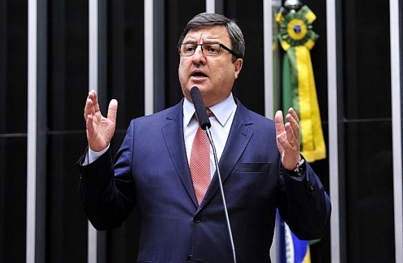 COM VOTAÇÃO DE DENÚNCIA SE APROXIMANDO, DEPUTADOS JÁ MIRAM JANELA PARTIDÁRIA