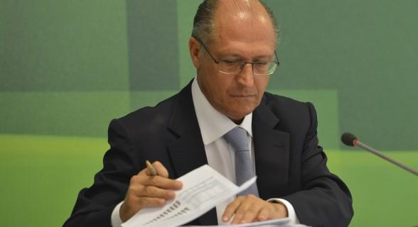 """Lula disse que Alckmin parecia que """"mamou até os 14 anos e empinava pipa em frente ao ventilador"""""""