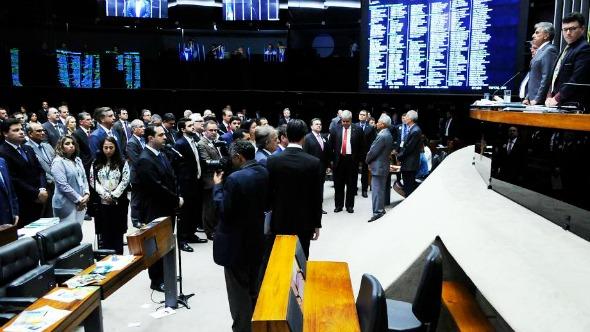 Ministério Público entra com ação contra plano de aposentadoria de deputados
