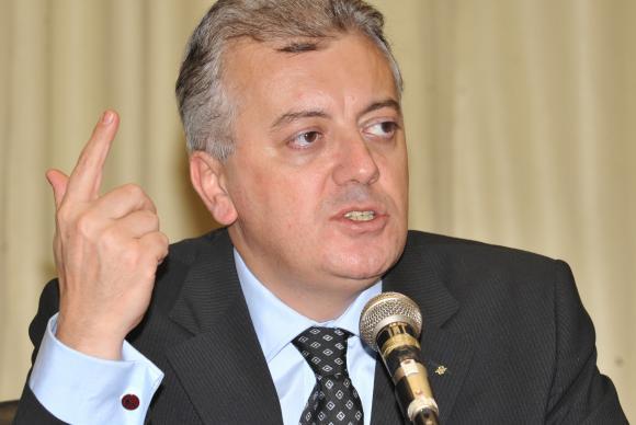 MPF denuncia ex-presidente da Petrobras