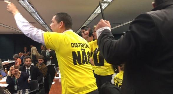 """O grupo também defende a volta do voto impresso e afirma que os deputados não """"discutem o que o povo quer"""""""