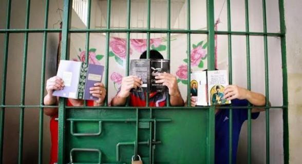 Para cada livro lido em um mês, detento terá quatro dias da pena descontados