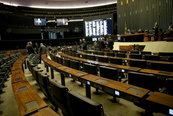 Câmara adia novamente leitura de denúncia por organização criminosa contra Temer