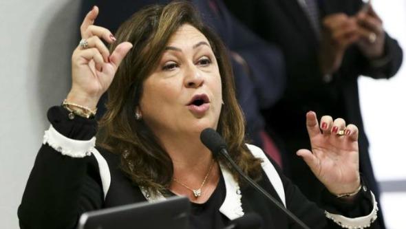Comissão expulsa Kátia Abreu do PMDB