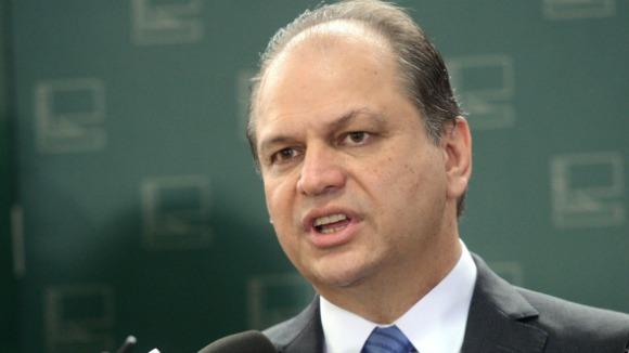 Ministro da Saúde é acusado de negociar cargo no governo do Paraná