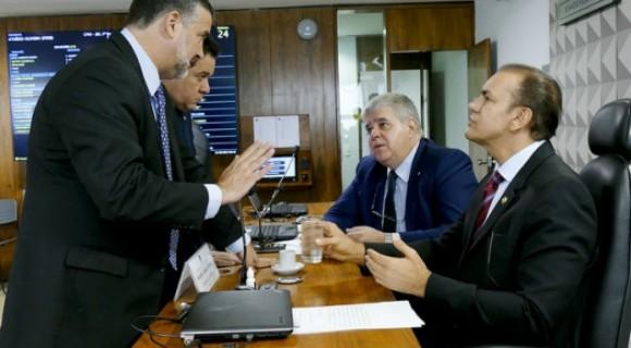 Parlamentares da base se unem à oposição para retaliar investigadores, diz revista