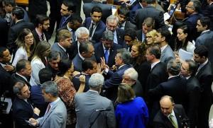 Diversos acordos foram travadas em plenário, mas nenhuma delas levou à aprovação da PEC