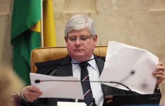 Janot denuncia políticos do PP por organização criminosa