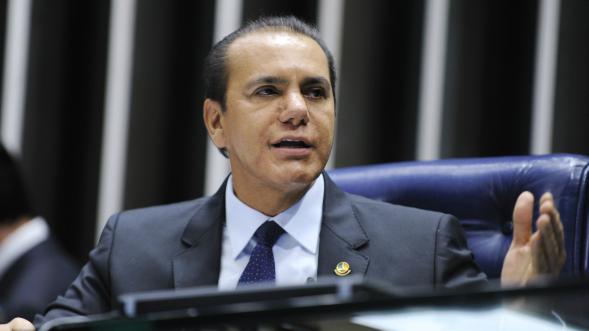 Ataídes Oliveira critica mudanças feitas pela Câmara na MP do Refis