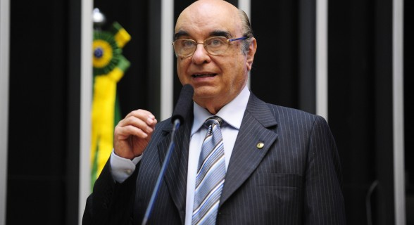 Parte da bancada tucana tem pressionado Bonifácio para que abra mão da relatoria, o que ele já afirmou que não fará.