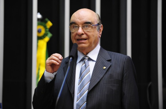 Advogado de Temer entrega, na Câmara, defesa contra denúncia da PGR