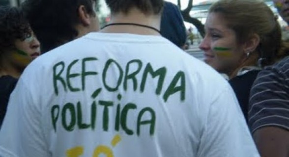"""""""A reforma nunca foi uma voz, mas um eco que escancarou o descolamento da classe política com os cidadãos"""""""