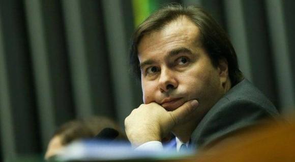 Maia confirmou adiamento após reunião com o relator da proposta e o ministro da Casa Civil, Eliseu Padilha