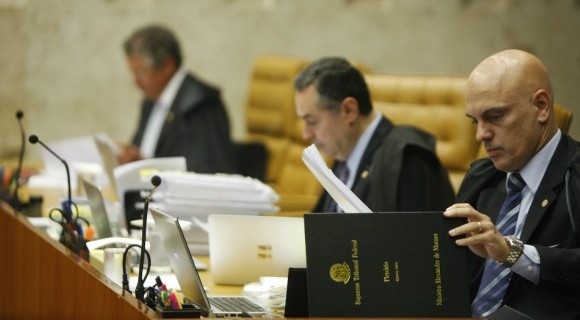 Marco Aurélio (à esq.) recebeu apoio apenas de Rosa Weber e foi voto vencido no julgamento