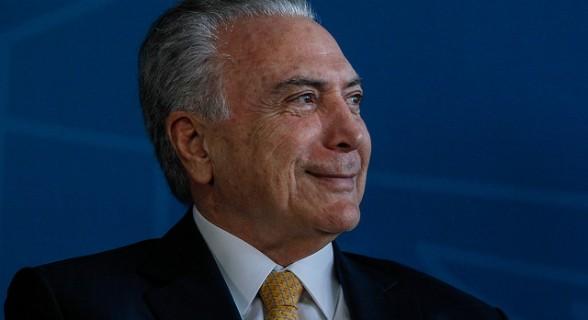 Temer já caminha pelo quarto e deve ter alta na segunda-feira (27) pela manhã, afirmou o médico Roberto Kalil Filho