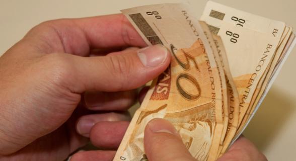 Os beneficiários de valores maiores que R$ 5 mil receberão o restante em parcelas semestrais