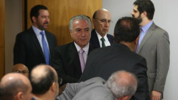 Governo tenta convencer aliados em reunião neste domingo — Reforma da Previdência