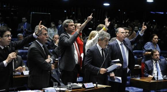 Com protestos da oposição, MP é aprovada com alterações e volta à Câmara