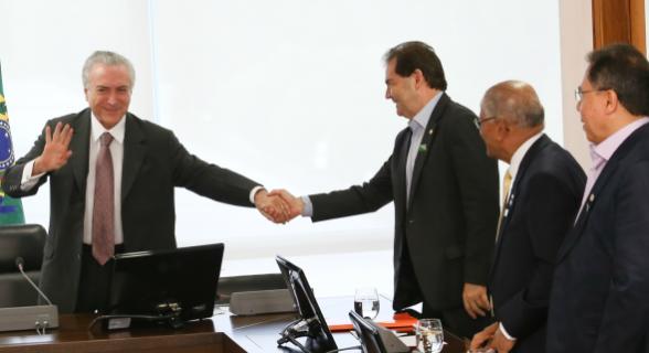 O presidente acenou às centrais que fará liberação de R$ 500 milhões