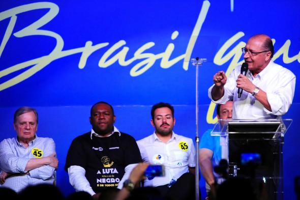 Rachado, PSDB propõe até fechar questão sem punição a deputados — Previdência