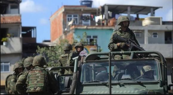 Cenário de guerra no Rio não terá influência na pauta de Brasília, opina Raimundo Lira