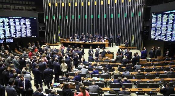 Aprovado em um plenário atipicamente cheio, decreto segue para votação no Senado