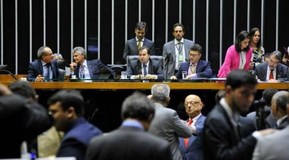 Rodrigo Maia conduziu a sessão até ver que a matéria não seria aprovada