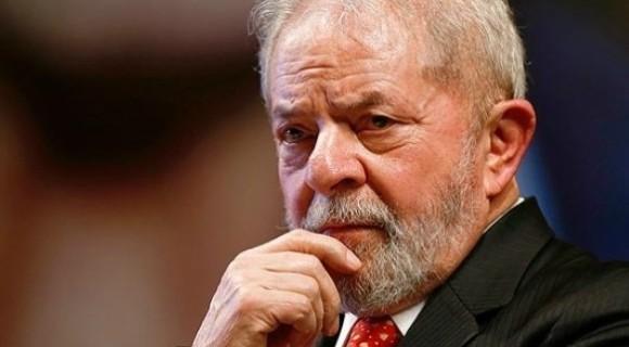 A caaravana do ex-presidente Lula é alvo de ataques