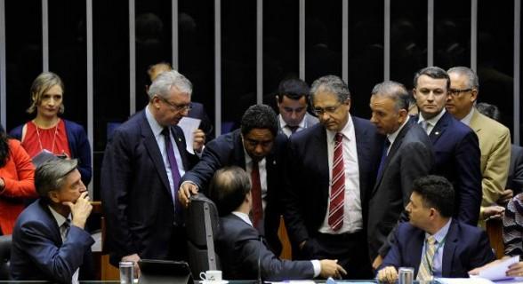 Apesar de urgência ser aprovada, votação do projeto relatado por Orlando Silva (PCdoB-SP) pode ficar para depois da Páscoa