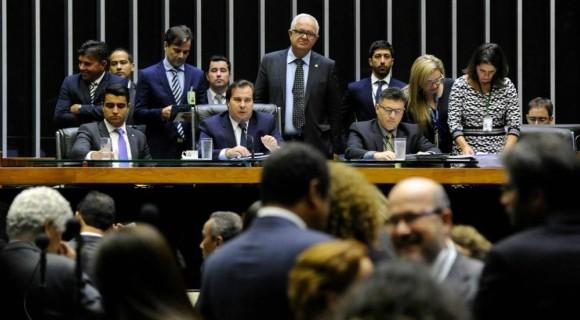 """Maia conduz mais uma sessão plenária sob forte """"obstrução política"""" do PT e partidos aliados"""