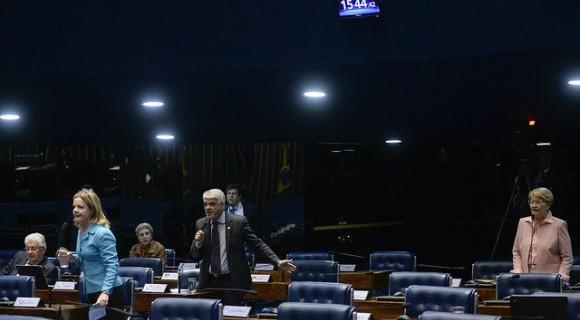 Factoide? Gleisi, Humberto Costa e Ana Amélia protagonizam bate-boca em plenário