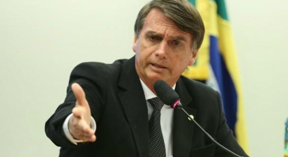 """""""Objetivo precípuo [da denúncia] é o de gerar notícias sensacionalistas, a fim de denegrir a imagem daquele que é, de fato, o maior fenômeno político do Brasil nos últimos anos"""", diz Bolsonaro"""