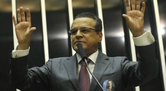 """Ex-deputado é acusado de receber milhões em propina como membro do chamado """"quadrilhão do PMDB"""""""