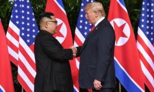Kim Jong-un e Trump começaram o encontro de cúpula sozinhos, na presença apenas de tradutores