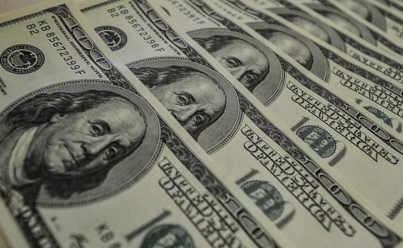 Dólar sobe para R$ 5,7 após aumento de imposto de bancos