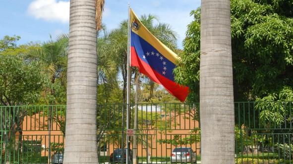 Resultado de imagem para foto da embaixada venezuelana no brasil